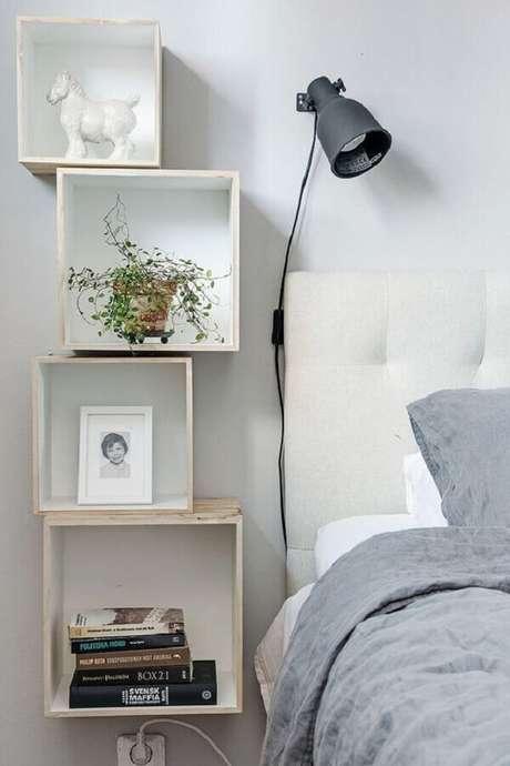 30. Luminária para cabeceira de quarto branco simples – Foto: Apartment Therapy