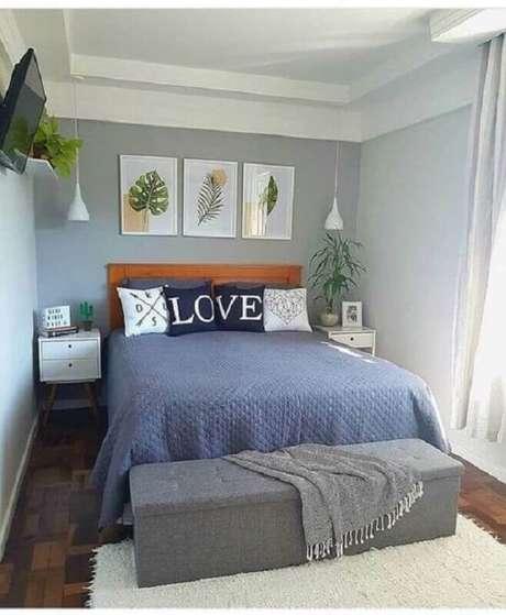 34. Quarto simples decorado com quadros de folhagens e luminária pendente de cabeceira – Foto: Pinterest