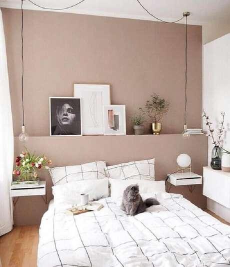 35. Quarto branco e rosa decorado com luminária pendente de cabeceira minimalista – Foto: Decostore