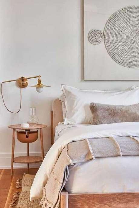 43. Para o quarto clean escolha um modelo de luminária de cabeceira para leitura que se destaque na decoração – Foto: Archilovers