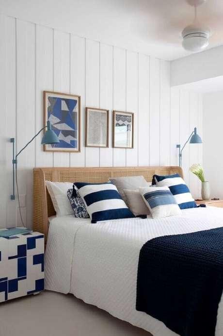 47. Luminária para cabeceira de quarto decorado em azul e branco – Foto: Archilovers