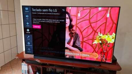 Menu de teclado sem fio da TV LG CX (Imagem: Ronaldo Gogoni/Tecnoblog)