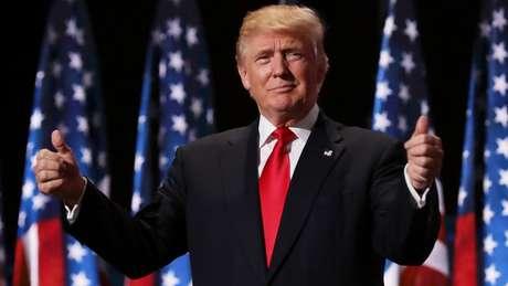 'Como qualquer outra pessoa do setor privado, a menos que sejam estúpidos, passamos pelas leis', disse Trump sobre sistema tributário vigente