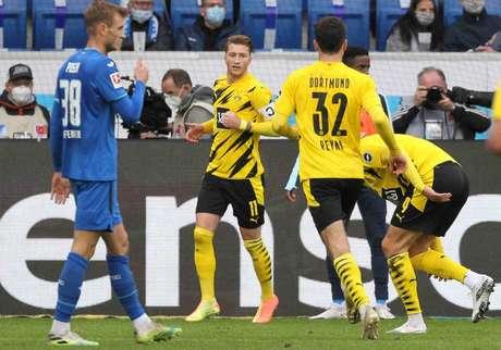 Borussia Dortmund chegou aos nove pontos na Bundesliga (Foto: DANIEL ROLAND / AFP)