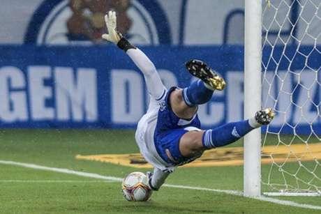 Fábio defendeu o 31º pênalti com a camisa do Cruzeiro-(Gustavo Aleixo/Cruzeiro)