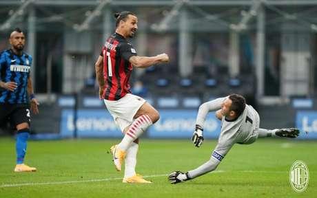 Ibrahimovic foi o destaque da vitória do Milan sobre a Inter de Milão (Foto: Divulgação / Site oficial do Milan)