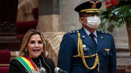 O papel das Froças Armadas na saída de Morales é questionado