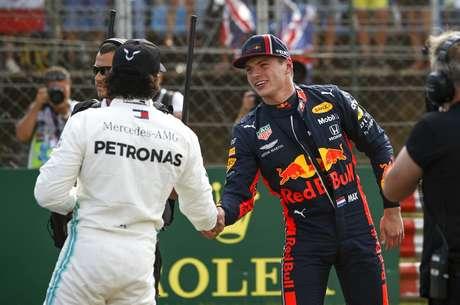 Max Verstappen até tentou, mas Lewis Hamilton esteve imbatível na Hungria