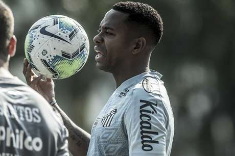 Robinho teve o contrato suspenso com o Santos