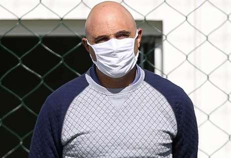 Mesmo com problema pessoal, Maurício Galiotte segue cuidando do novo treinador (Foto: Agência Palmeiras)