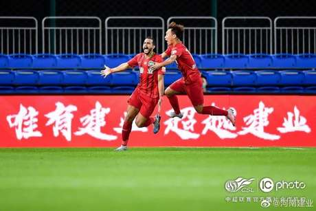 Dourado perde pênalti, mas marca no rebote (Foto: Henan Jianye/Instagram)
