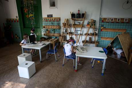 Alunos voltam às aulas na Escola Projeto Vida, na zona norte da cidade de São Paulo