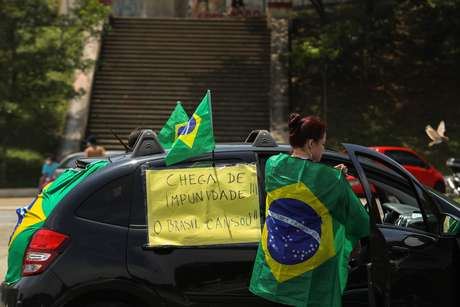 Movimento Vem Pra Rua organiza a carreata 'Manifestação Contra o Acordão pela Impunidade