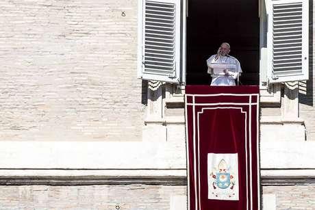 Papa Francisco rezou o Angelus e falou sobre pagamento de impostos