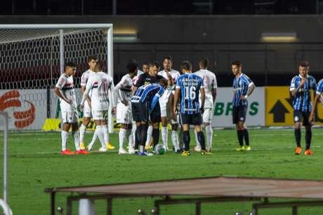 São Paulo e Grêmio ficaram no 0 a 0 no Morumbi
