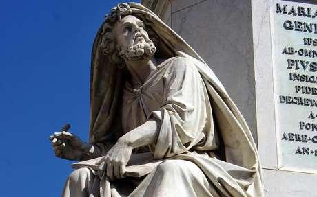 Estátua de São Lucas em Roma, na Itália -