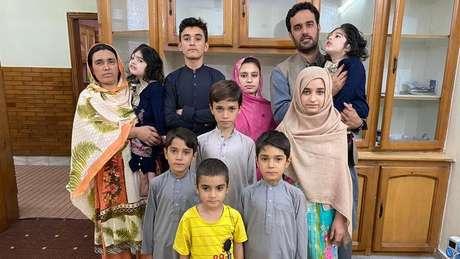 Safa e Marwa voltaram com a mãe para morar com o resto da família no Paquistão