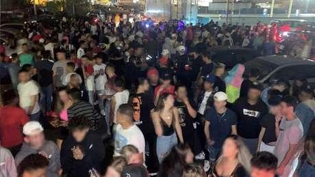 Eventos costumam ser realizados em locais distantes dos centros de cidades nos arredores de Boston