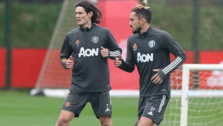 Cavani não estreará pelo Manchester United contra o PSG