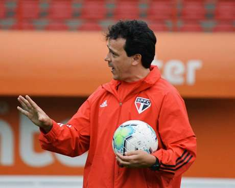 Diniz pode sacar metade do time do São Paulo para o jogo de terça, no Morumbi (Reprodução/Twitter)