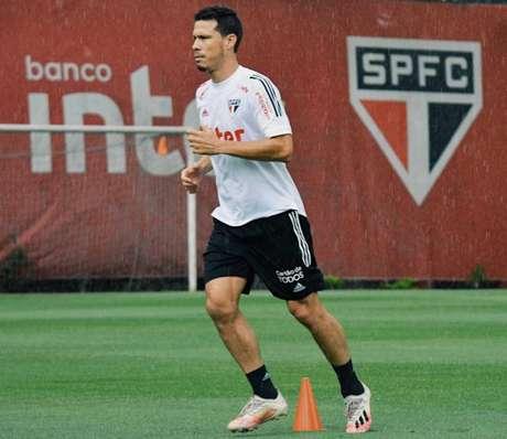 Hernanes está em evolução no CT da Barra Funda (Divulgação/saopaulofc.net)