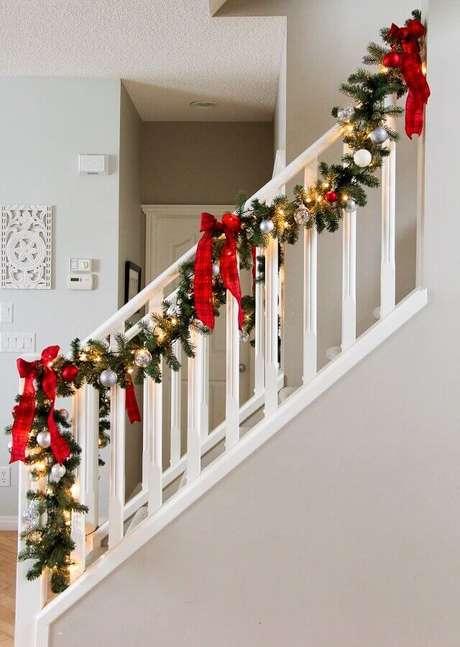 1. É possível fazer vários enfeites com festão de Natal – Foto: Assetproject