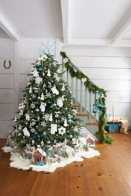 43. Festão de Natal para escada – Foto: Witty Bash