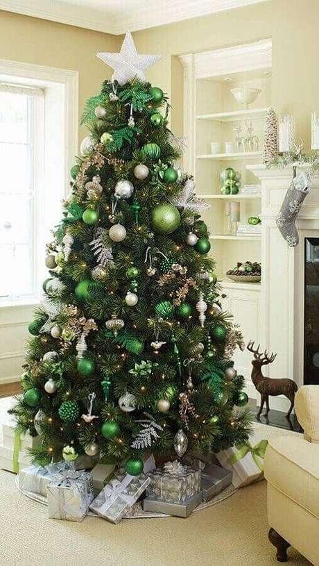45. O festão de Natal é ótimo para decorar a árvore e deixá-la mais volumosa – Foto: Pinterest