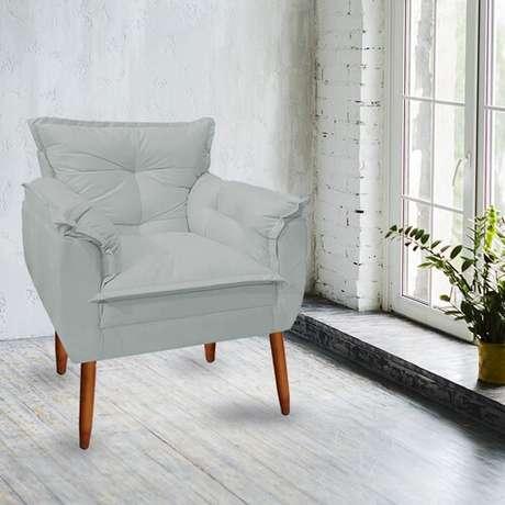 21. Poltrona opala cinza na sala de estar – Via: Pinterest