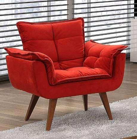 35. Sua sala de estar pode ficar muito mais bonita com a poltrona opala vermelha – Via: Pinterest