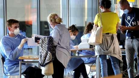 Teste em aeroportos alemães é obrigatório para todos os viajantes que chegam de países de alto risco