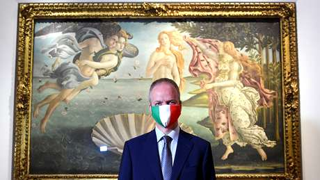 Distanciamento social estrito e uso obrigatório de máscaras faciais estão em vigor nos museus e galerias da Itália