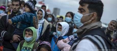 De restrições às viagens à xenofobia, passando pelo desemprego e maior perigo de contágio, coronavírus afetou duramente os que procuram melhores condições no estrangeiro