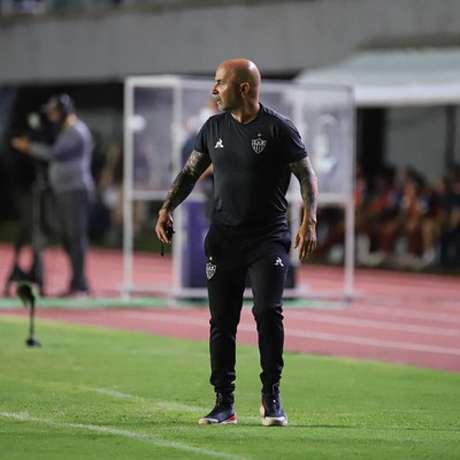 """Sampaoli já havia """"jogado a toalha"""" antes mesmo do fim do jogo, pela má atuação do time no segundo tempo-(Bruno Cantini/Agência Galo)"""