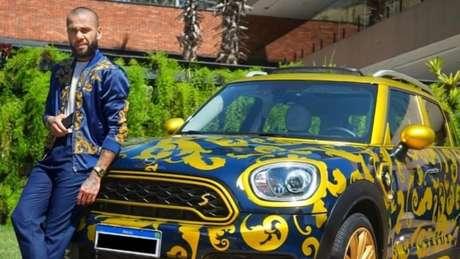 Daniel Alves colocou carro à venda em site (Foto: Reprodução)