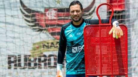 De fora: Diego Alves treinou à parte (Foto: Marcelo Cortes / Flamengo)