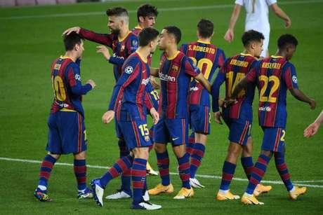 Jogadores do Barcelona comemoram o gol marcado por Lionel Messi (Foto: LLUIS GENE / AFP)