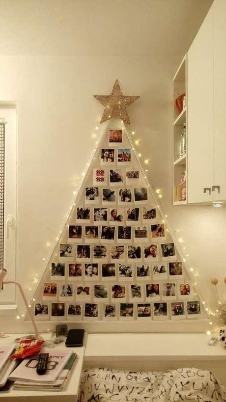 21. Árvore de natal diferente feita com fotos – Via: Pinterest