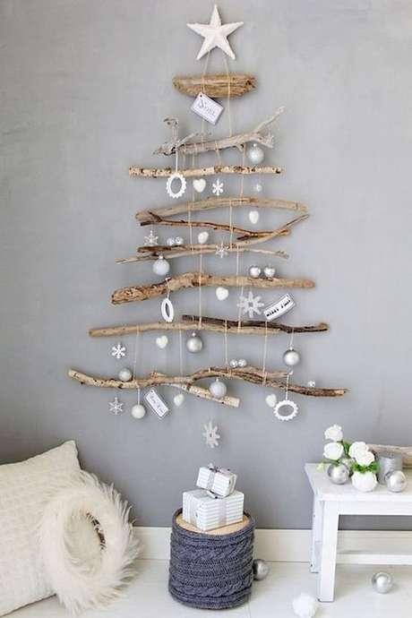 25. Árvore de natal diferente com madeira – Via: Pinterest