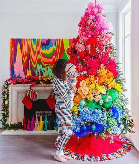 1. Árvore de natal diferente e colorida – Via: Carrie Colbert