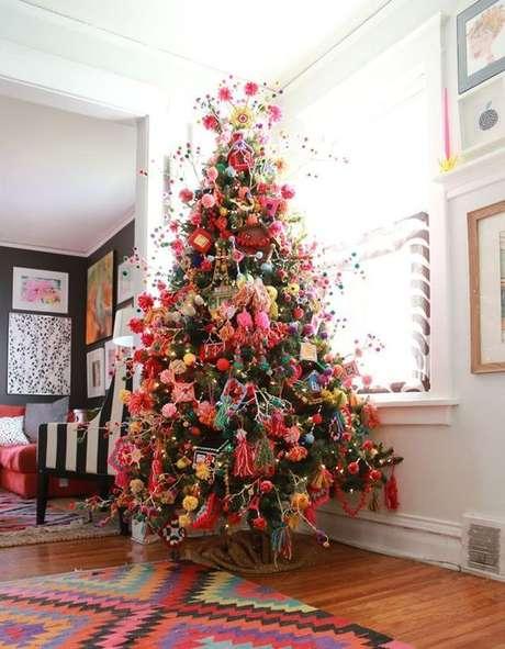 33. Árvore de natal diferente e colorida – Via: Pinterest