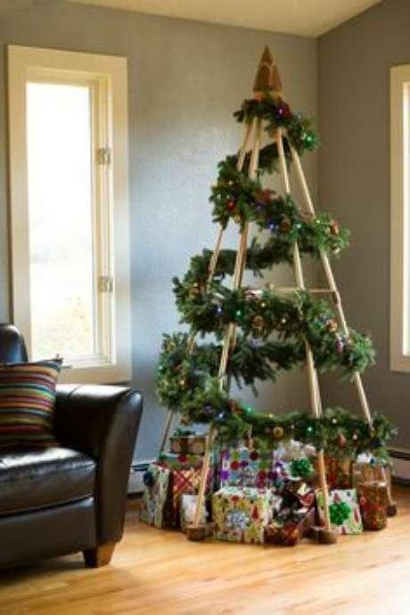 35. Árvore de natal diferente e criativa – Via: Pinterest