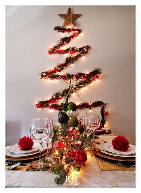 37. Árvore de natal diferente e iluminada – Via: Pinterest