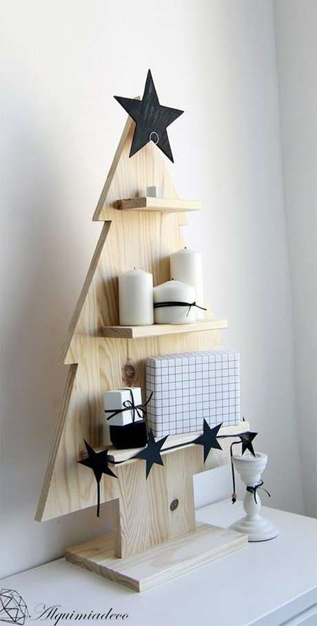 38. Árvore de natal diferente de madeira – Via: Pinterest