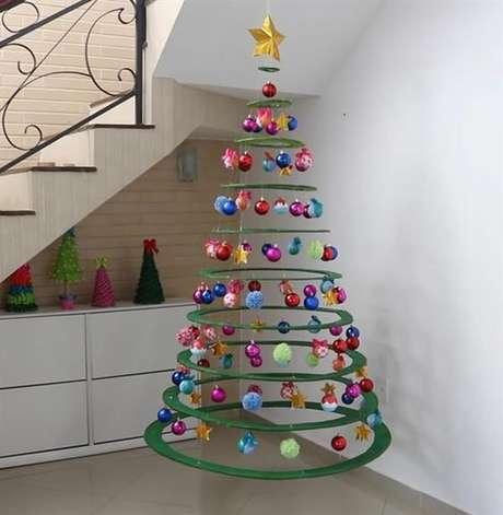 40. Árvore de natal diferente e suspensa – Via: Pinterest