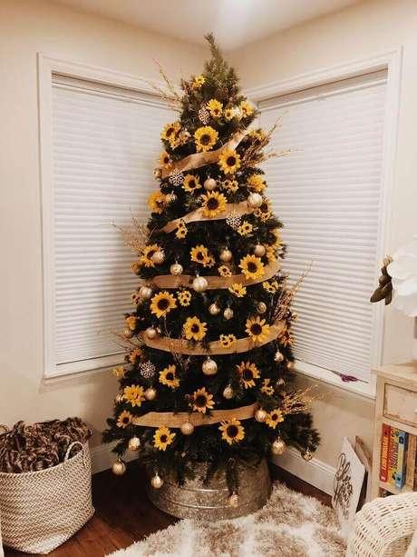 9. Árvore de natal diferente com girassol – Via: Pinterest