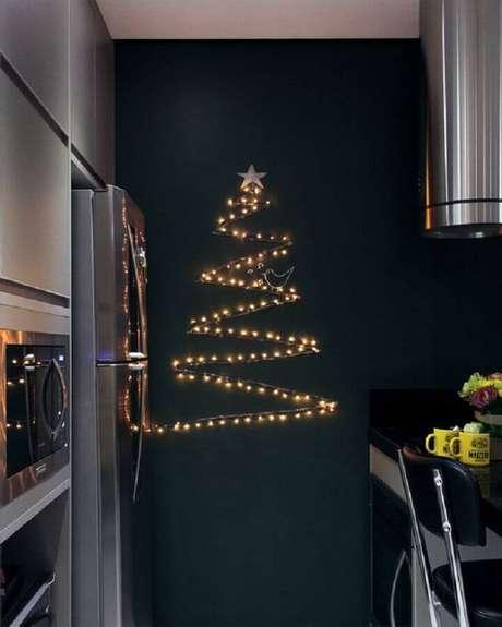 68. Árvore de natal diferente de luzes – Via: Pinterest