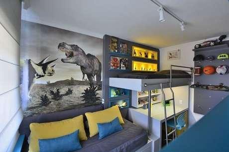11. Decoração moderna para quarto de solteiro pequeno masculino com cama suspensa – Foto: BG Arquitetura