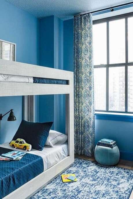 40. Beliche para decoração de quarto pequeno de solteiro azul – Foto: Houzz