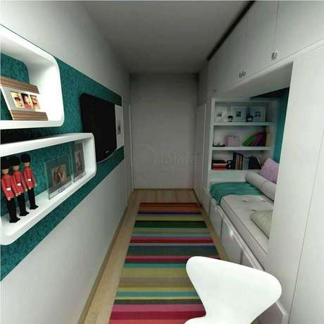 50. Tapete listrado colorido para decoração de quarto de solteiro pequeno planejado – Foto: Limaonagua